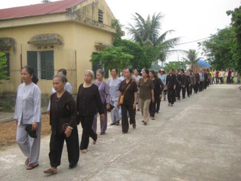 Đoàn TNPT Trà An Lạc Thanh Hóa chăm sóc bệnh nhân tâm thần
